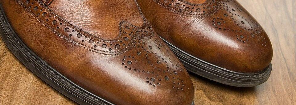 Kengät jalkaan