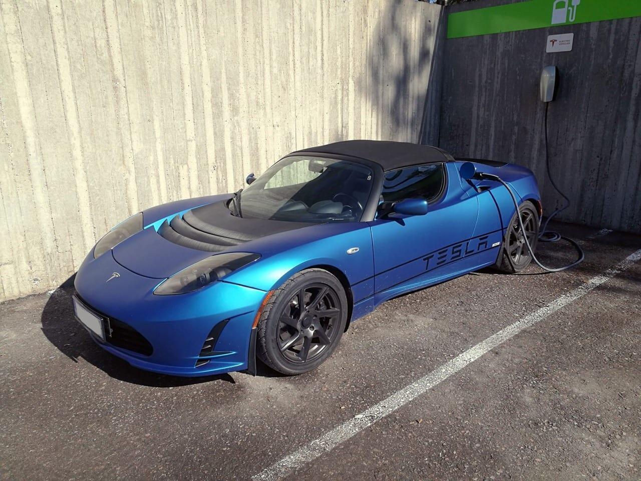 Jokamies Tesla Roadster