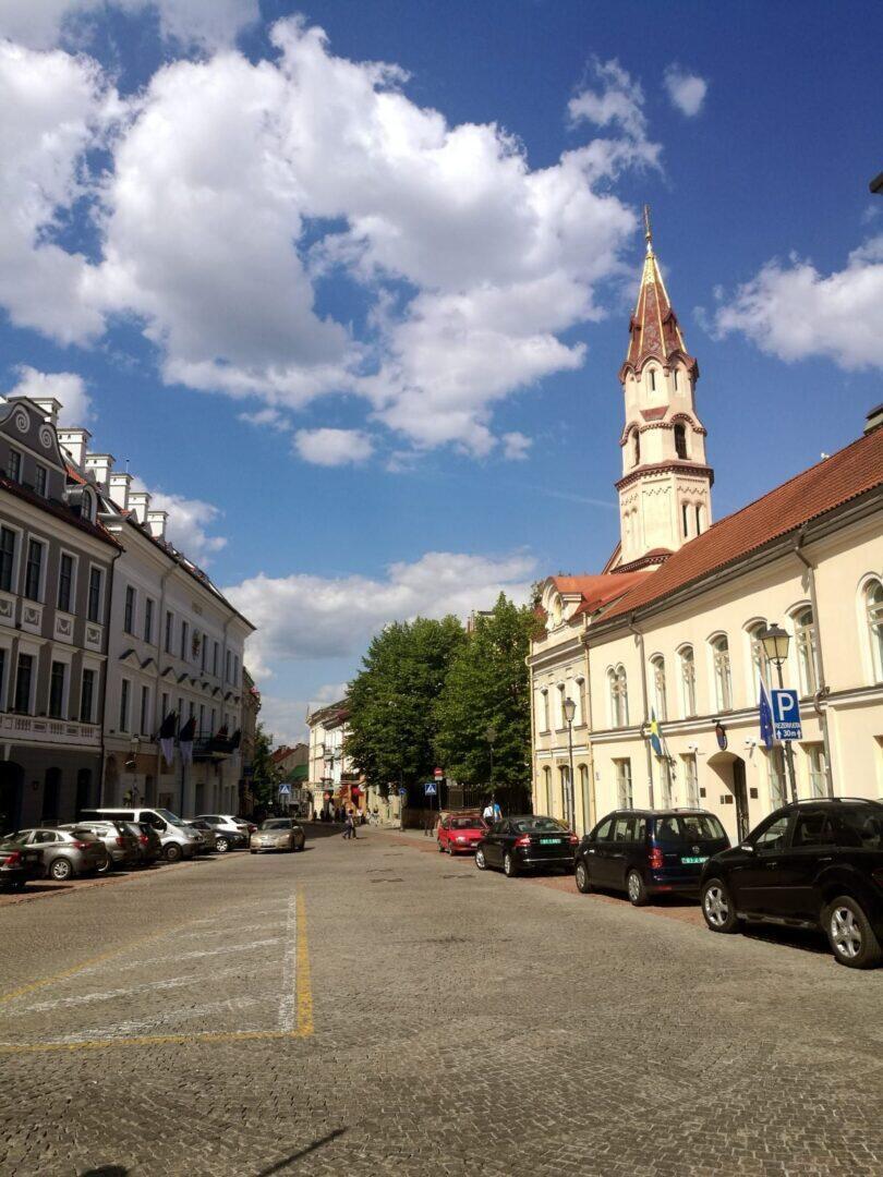 Jokamies-teslalla-Puolaan-Vilna-1.jpg