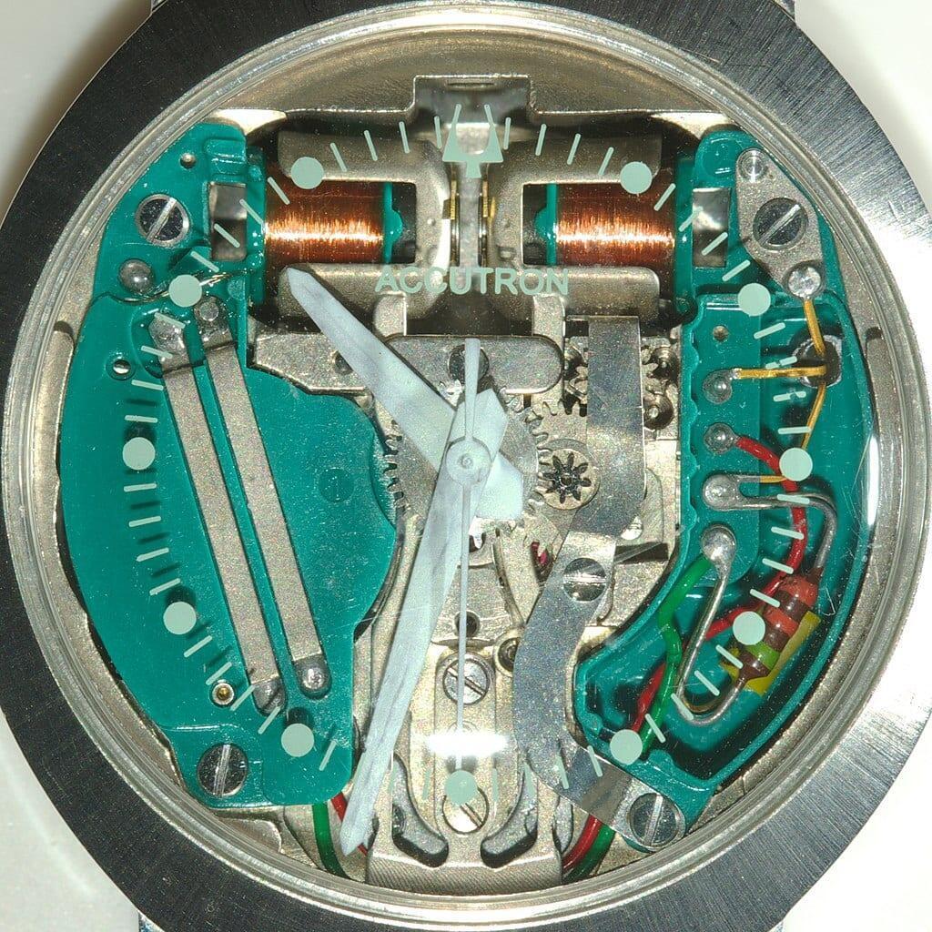 Bulova Accutroin -koneisto vuodelta 1963. Kuva: Wikimedia Commons