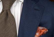 Suomalaista laatua; Herrainpukimon puku, paita ja solmio, sekä Balmuirin silkkinen taskuliina.