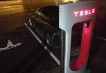 Jokamies-Tesla-nollakelissä