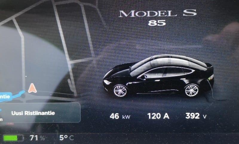 Jokamies-Tesla-nollakelissä-CHAdeMO-hidas