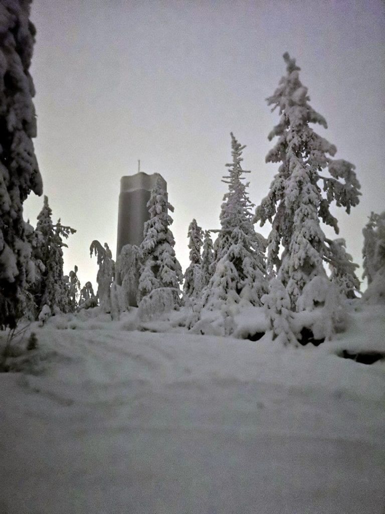 Jokamies-Teslalla-talvella-Nordkappiin-Aavasaksa