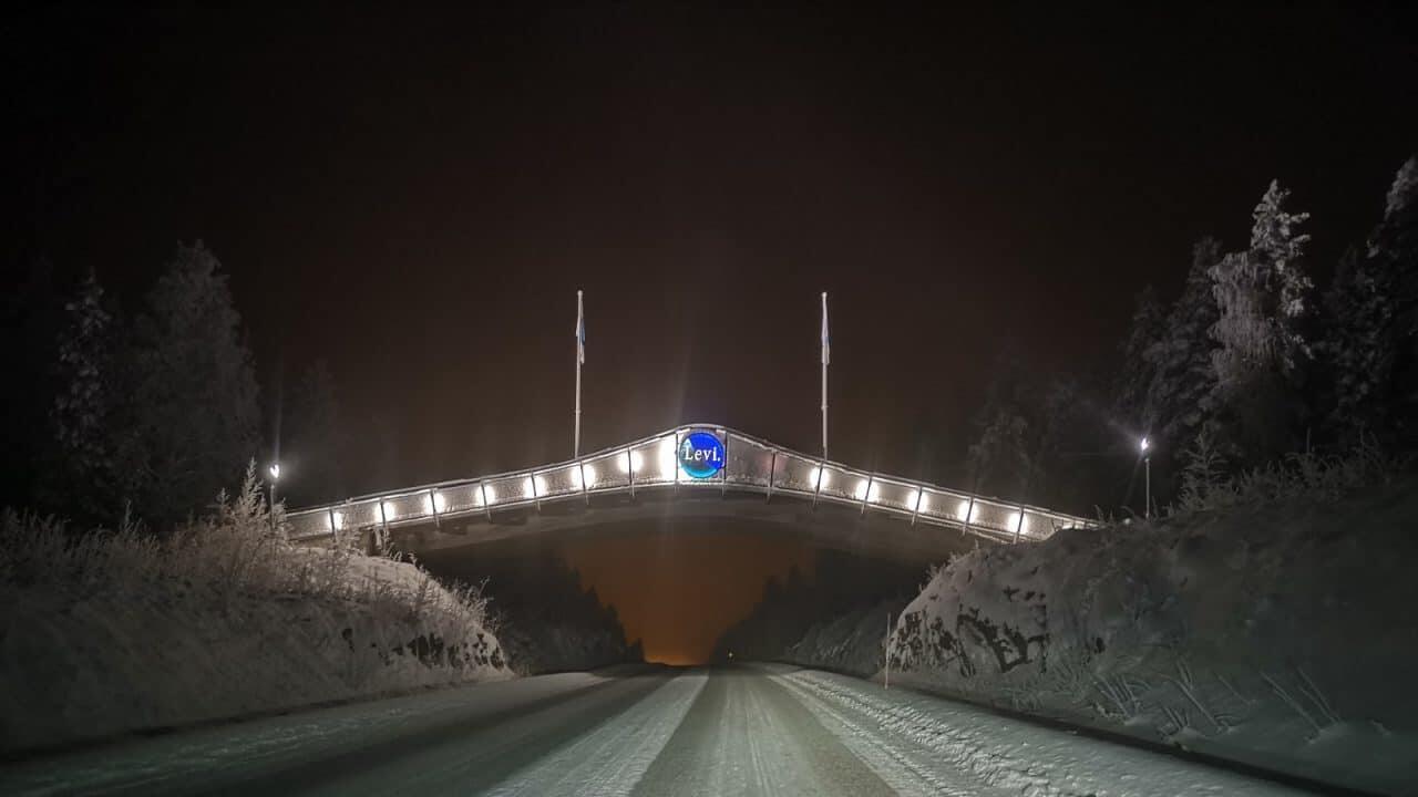 Jokamies-Teslalla-talvella-Nordkappiin-Levi