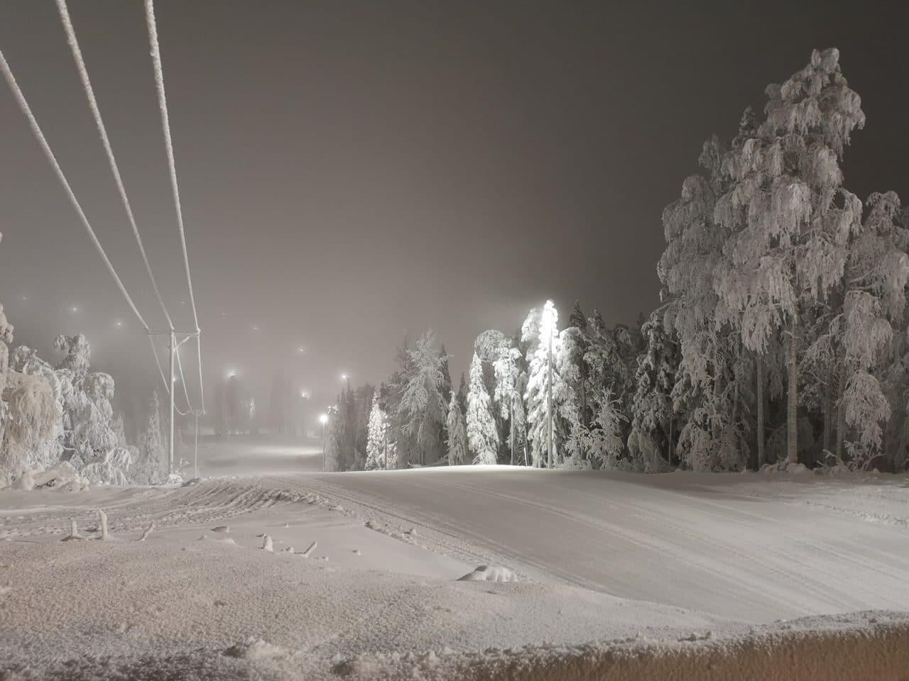 Jokamies-Teslalla-talvella-Nordkappiin-Levin-huippu