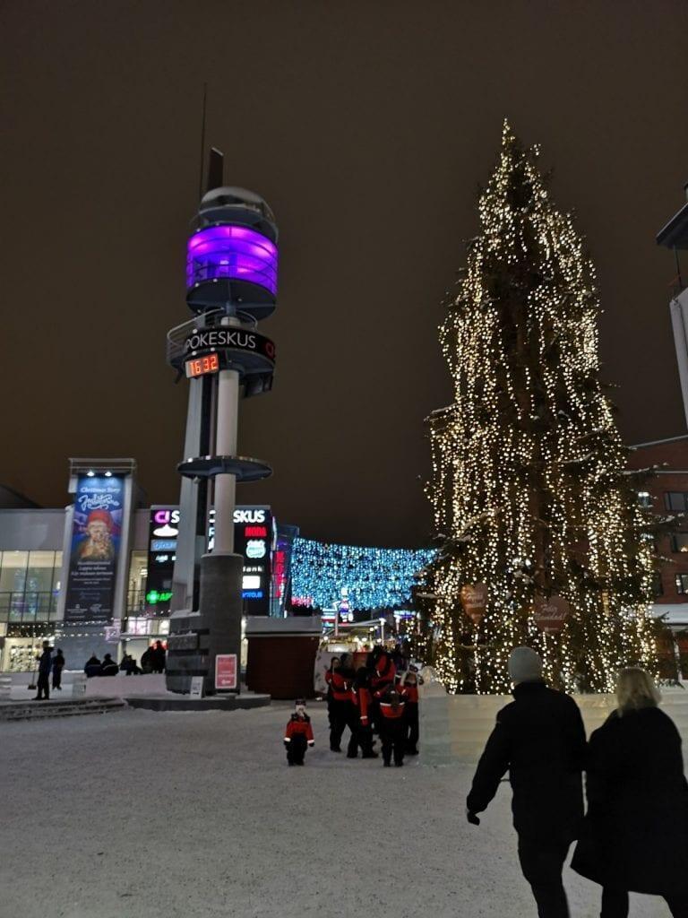 Jokamies-Teslalla-talvella-Nordkappiin-Rovaniemi