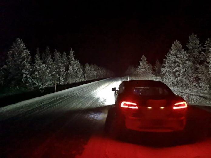Jokamies-Teslalla-talvella-Nordkappiin-Tesla