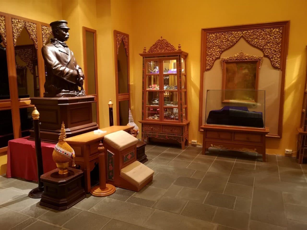Jokamies-Teslalla-talvella-Nordkappiin-Thaimaan-museo