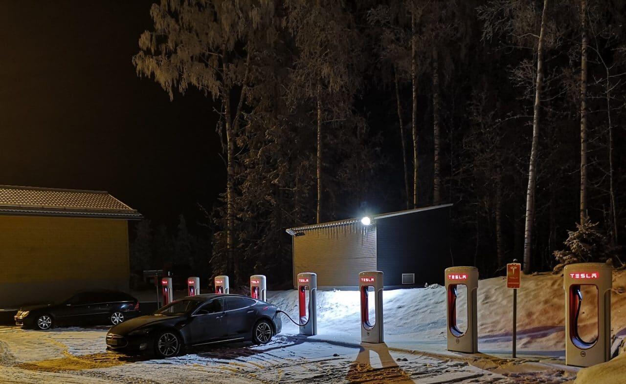 Jokamies-Teslalla-talvella-Nordkappiin-Vierumäki