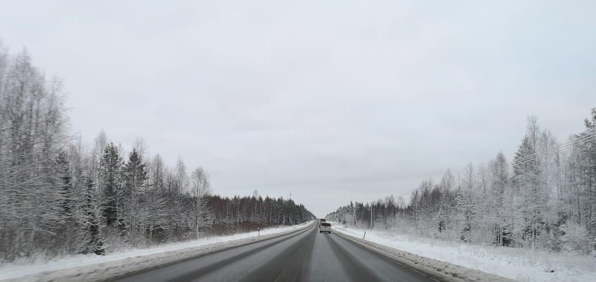 Jokamies-Teslalla-talvella-Nordkappiin-tie2