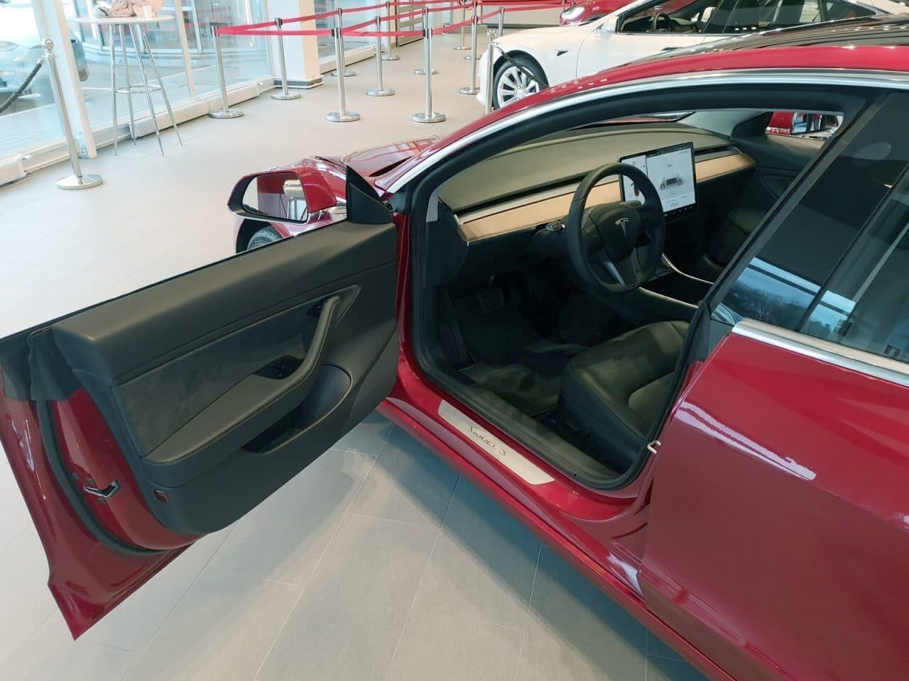 Tesla-Model-3-kuskin-ovi