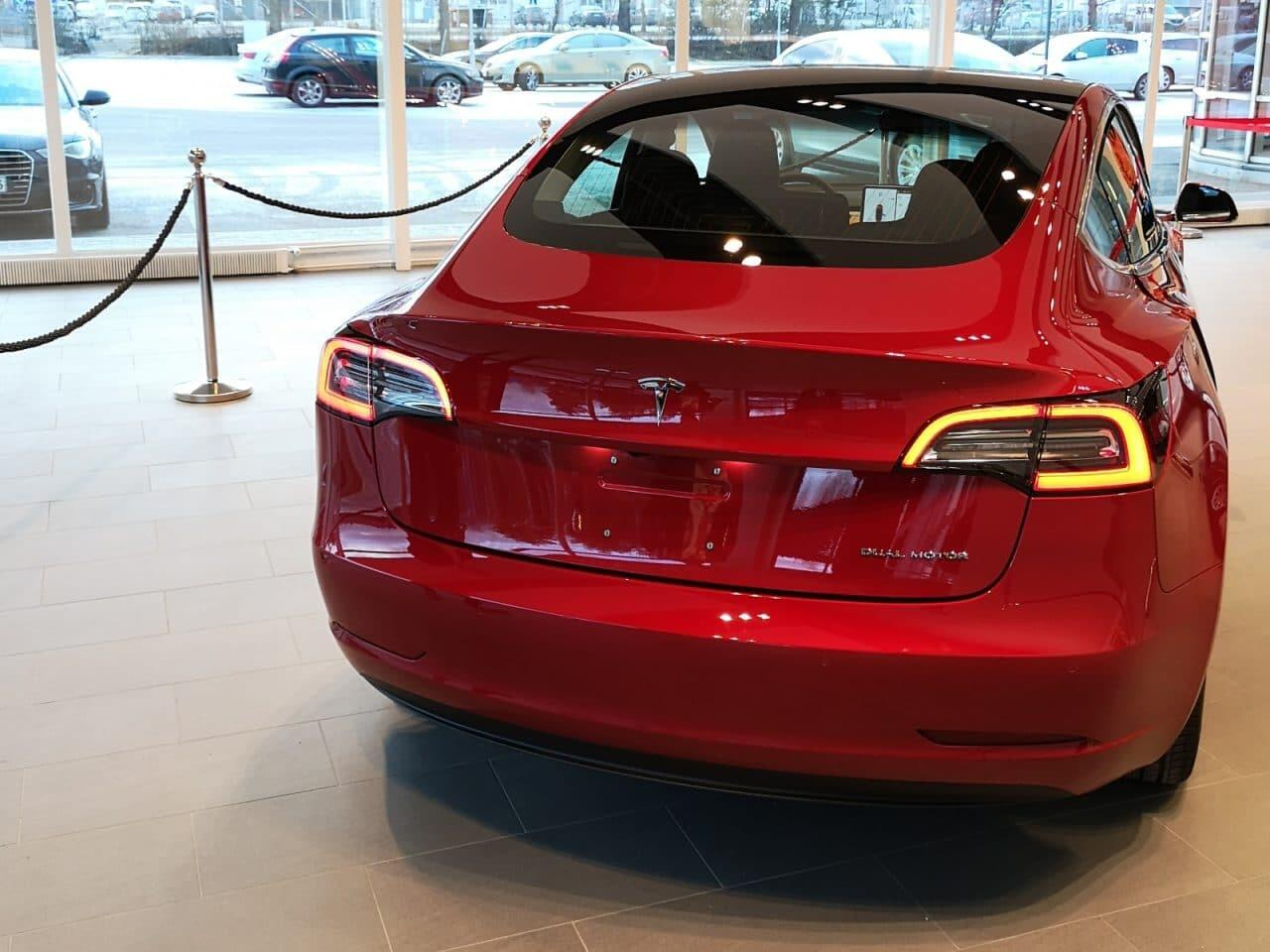 Tesla-Model-3-perä