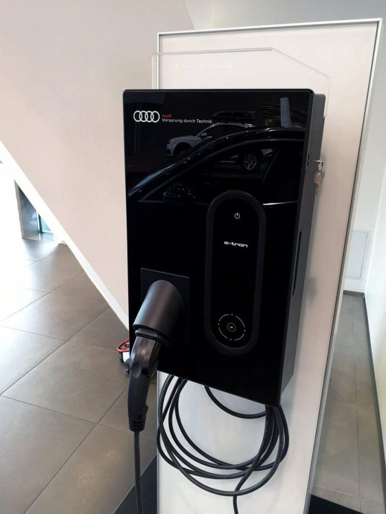 Jokamies-Audi-Etron-koeajo-kotilaturi