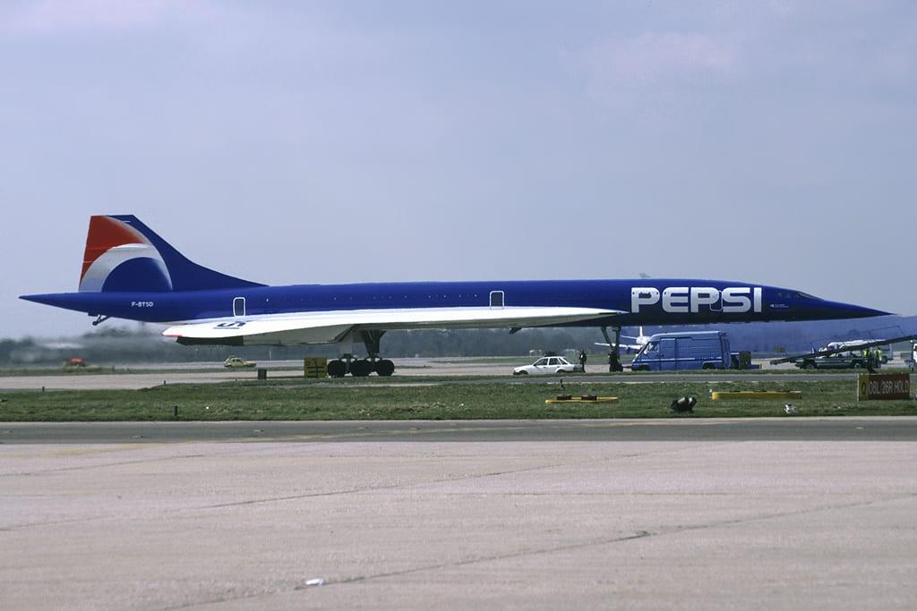 Air_France_Concorde_(F-BTSD)_short-lived_Pepsi_logojet