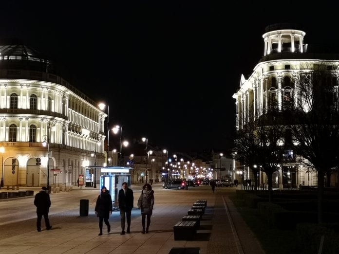 Jokamies-Itablokki-Teslalla-Varsova-Hotelli-Bristol