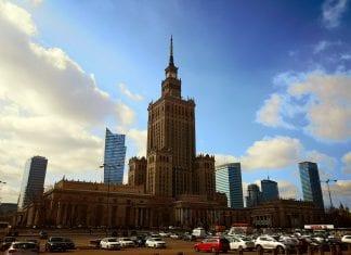 Jokamies-Itablokki-Teslalla-Varsova
