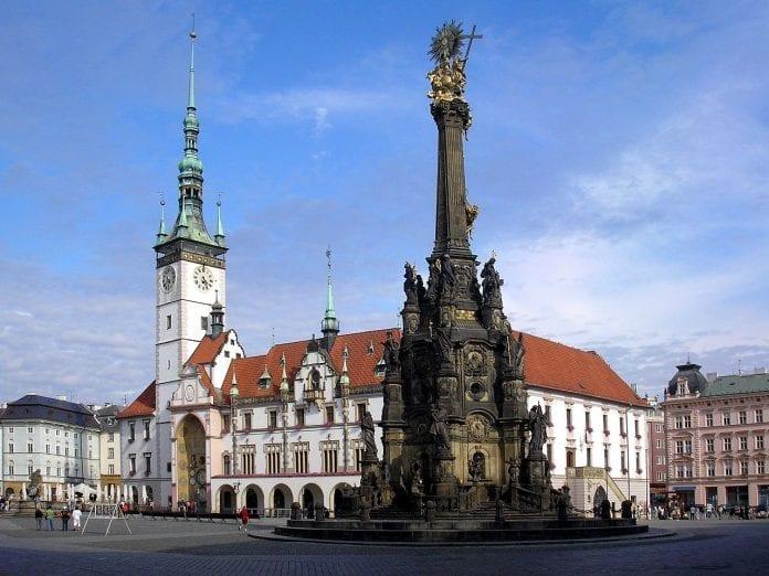 1280px-Olomouc-Horní_náměstí