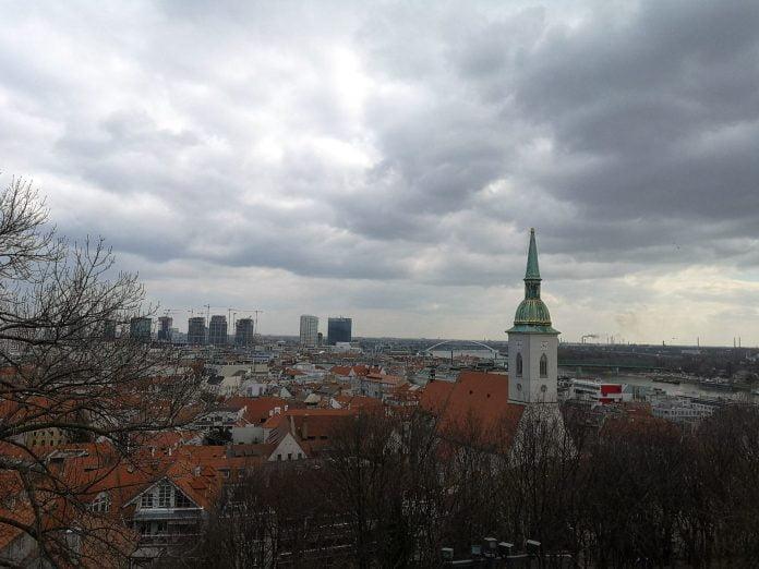 Jokamies-Itäblokki-Teslalla-Bratislava
