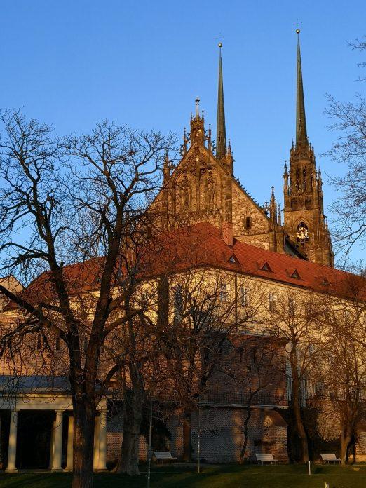 Jokamies-Itäblokki-Teslalla-Katedraali