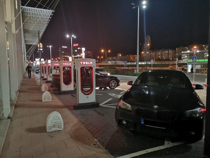 Jokamies-Itäblokki-Teslalla-Normibemmi