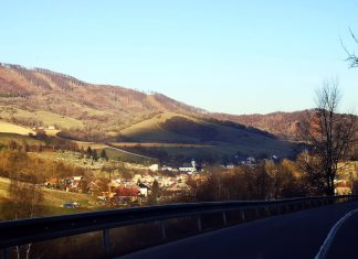 Jokamies-Itäblokki-Teslalla-Slovakia-8-kylä-vuorilla