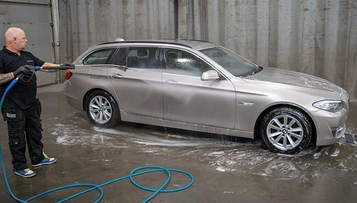 Auton pesu: huuhtelu