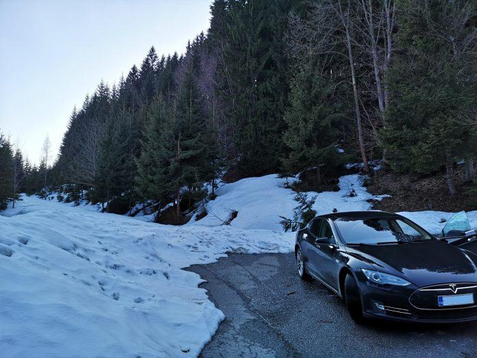 Jokamies-Itäblokki-Teslalla-Tatra-Jumissa